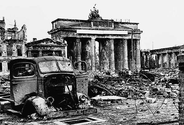 Fakta tentang akhir Perang Dingin atau Perang Abadi