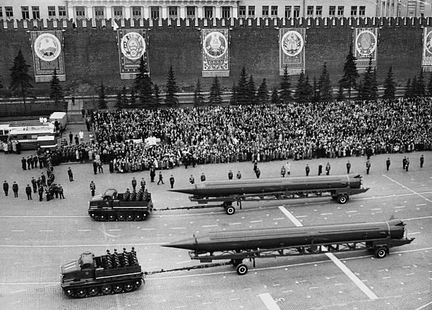 Bentuk-bentuk Perang Dingin yang Dilakukan Amerika dan Uni Soviet